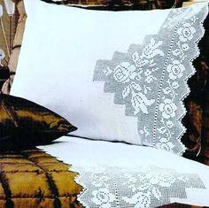 Elegant Filet Crochet Tablecloth For Modern Table Decor – Page 3 – Crochet Filet Filet Crochet, Crochet Art, Crochet Doilies, Crochet Edging Patterns, Crochet Borders, Handmade Crafts, Diy And Crafts, Crochet Curtains, Bargello