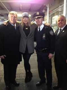 @NYPDMTS: Today @TaylorSwift13 with Detectives Bunster & Spano in Times Square at Good Morning America #TaylorSwift #NYPD