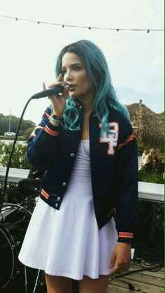 Halsey. My beautiful, bipolar, biracial, bisexual fave. I wish i could go to her concert :/