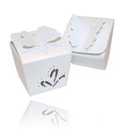 Kartonagen für Hochzeitsmandeln oder andere Gastgeschenke fast kostenlos in der Farbe weiss - Besondere Verpackung für Hochzeitsmandeln von EinsSein. Wedding favour box for jordan almonds in white. #EinsSein