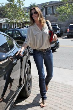 cindy crawford fashion | Cindy Crawford Sticks To Skinny Jeans For Her Signature Casual Style ...