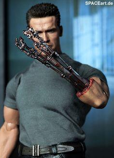Terminator 2: T-800 (Arnold Schwarzenegger), Fertig-Modell ... http://spaceart.de/produkte/te001.php Arnold Schwarzenegger Bodybuilding, Alien Vs Predator, Plastic Models, Cinema, Terminator Movies, Custom Action Figures, Sideshow Collectibles, Movie Poster Art, Movie Collection