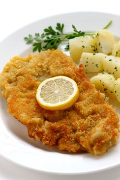 "Wiener Schnitzel (German Food Guide) - ""a breaded veal cutlet dipped in flour, egg & bread crumbs, then fried in butter or oil to a golden brown - traditionally served with a lemon wedge, used to drizzle fresh juice over the schnitzel"" Schnitzel Recipes, Veal Recipes, Cooking Recipes, Dinner Recipes, Wiener Schnitzel, Veal Schnitzel, Austrian Recipes, German Recipes, Austrian Food"