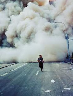 21 Rare Photos Of Attacks You Probably Haven't Seen Before A Lone Man Runs Down Broadway As A Smoke And Dust Cloud Comes Up The Street From The Collapsing World Trade Center Buildings In New York September 2001 World Trade Center, Trade Centre, We Will Never Forget, Lest We Forget, Rare Photos, Photos Du, Images Aléatoires, Empire State, Outdoor Photography