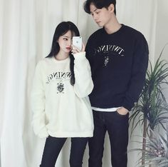 Korean Fashion Blog online style trend Korean Fashion Trends, Asian Fashion, Korean Couple Photoshoot, Matching Couple Outfits, Cute Lazy Outfits, Friend Outfits, Fashion Couple, Ulzzang Fashion, Korean Outfits