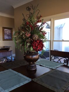 If you are having difficulty making a decision about a home decorating theme, tuscan style is a great home decorating idea. Many homeowners are attracted to the tuscan style because it combines sub… Vases Decor, Table Centerpieces, Table Decorations, Communion Centerpieces, Large Flower Arrangements, Tuscany Decor, Artificial Flowers And Plants, Tuscan Decorating, Tuscan Style