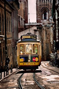 Grunge Photography, City Photography, Creative Photography, Amazing Photography, Tickets To Italy, Lisbon Tram, City Aesthetic, Train Tracks, Great View