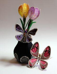 Ganutell Crocus and butterflies created with instructions from Gina B Silkworks. Diy Flowers, Fabric Flowers, Flower Diy, Beads Direct, Passementerie, Historical Costume, Silk Thread, Craft Tutorials, Tassels