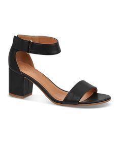 B&CO sandal. Skoringen 450 kr.