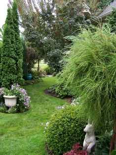 Jan's garden in Ohio--Click through to read more about this garden! Garden Crafts, Garden Art, Thuja Occidentalis, Unique Gardens, Beautiful Gardens, Plant Projects, Landscaping Plants, Landscaping Ideas, Fine Gardening