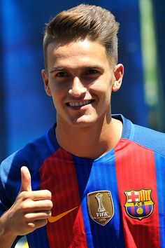 The Spanish midfielder Denis Suárez during his launch after sign with the…