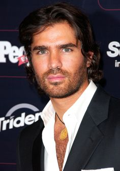 Eduardo Verastegui  Mexican Actor Has Been Practicing Abstinence For 11 Years While Waiting For 'The One' In Eduardo, it seems, God has given us an example of extraordinary beauty on the exterior that is actually coupled with a beautiful interior as well. Breathtaking on both levels! He rises to go to Mass at dawn, prays the Rosary, Divine Office, the Chaplet of the Divine Mercy and raises funds for mothers considering abortion in his new clinic in Los Angeles.