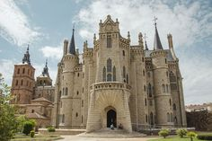 Episcopal Palace of Astorga, by Catalan. Episcopal Palace of Astorga, by Catalan… Cool Places To Visit, Places To Go, Antoni Gaudi, Spain Travel, Barcelona Cathedral, The Good Place, Tourism, Europe, Adventure