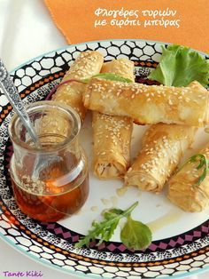 Greek Cheese Flutes with Beer Syrup. Φλογέρες τυριών με σιρόπι μπύρας Puff Pastry Appetizers, Finger Food Appetizers, Finger Foods, Appetizer Recipes, Dessert Recipes, Greek Desserts, Greek Recipes, Cyprus Food, Greek Cooking