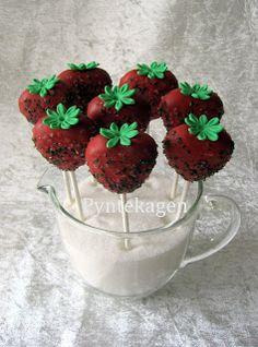 PynteKagen. Chocolate cake strawberry pops