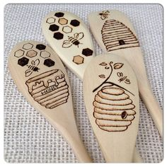 Custom Wood Burned Spoons, Bees 'n' Honey design, Housewarming/New Apartment gift, set of 4 by SueMadeThat on Etsy (Mix Wood Projects) Wood Burning Crafts, Wood Burning Patterns, Wood Burning Art, Wooden Spoon Crafts, Wood Spoon, New Apartment Gift, Mein Café, Bee Gifts, Wood Burner