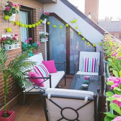 38 Small Terrace Design Projects to Maximize Your Small Space Small Balcony Garden, Small Balcony Design, Porch And Balcony, Small Terrace, Terrace Design, Terrace Garden, Small Patio, Balcony Ideas, Terrace Ideas