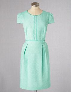 I've spotted this @BodenClothing Clara Dress Menthe Jacquard ~Would be great with nude or light pink heels (& tights) & retro style curled hair.