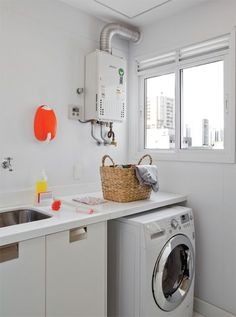 """Oiiee galera! No post de hoje vou mostrar algumas ideias que venho reunindo há tempos, pegando referências pela internet e nas revistas de decoração para projetar a minha lavanderia (na verdade micro-lavanderia!!!). Eu sinceramente não entendo pq as construtoras insistem em fazer um """"quadradinho"""" reservado para a área de serviço, sendo que é o lugar que mais precisamos de espaço pra lavar, passar, secar as roupas e guardar produtos de..."""
