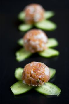 Tartar de salmón ahumado | Yerbabuena en la cocina Lunch To Go, Finger Food Appetizers, Food Decoration, Sous Vide, Appetisers, Catering, Food And Drink, Low Carb, Cooking