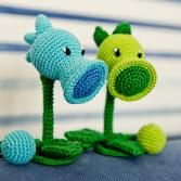 Peashooter and Snow Pea (plants vs zombies)