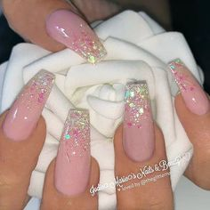 Semi-permanent varnish, false nails, patches: which manicure to choose? - My Nails Coffin Nails Glitter, Pink Glitter Nails, Pink Ombre Nails, Polygel Nails, Pink Acrylic Nails, Coffin Nails Long, Pastel Nails, Gliter Nails, Pink Coffin