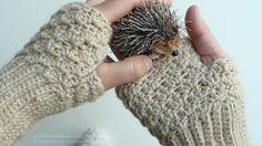 crochet wrist warmers by marlene rodrigues, link to patterns