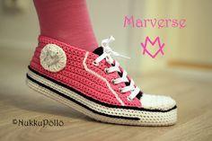 NukkuPöllö: Virkatut Marverse-tennarit OHJE Crochet Socks, Diy Crochet, Spring Boots, Baby Girl Dresses, Chuck Taylor Sneakers, Crochet Projects, High Top Sneakers, Slippers, Knitting