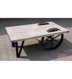 Stolik z kołami, wykonany z egzotycznego drewna i mosiężnej blachy: http://www.indianmeble.pl/stoliki-lawy/indyjskie-drewniany-stolik-HS-61-S014