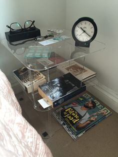 This was what I always wanted bedside table to look like Bedside, Turntable, How To Plan, Design, Record Player