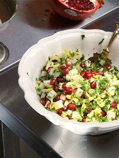 Салат из зеленого сельдерея, петрушки и граната Easy salad: celery, parsley, pomegranate, lemon juice+olive oil+black pepper. Yum!