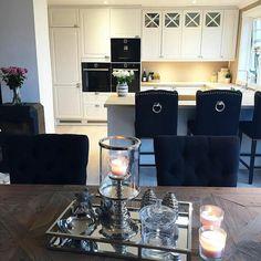 #Repost @interior.mamma #louisbarstolsortvelour #duchessspisestol #parisspisebord fra @classicliving #interior125 #interior123 #dreaminteriors #hellinterior1 #finehjem #interior #myhome #shabbyyhomes #homeinspiration #myhome #mynorwegianhome #interior444 #norwegianhome #home #homedecore #vakrehjem #dream_interiors #interiorandhome #interiørtips #interiorforinspo #homeinspo #dagensinteriør #homestyling #interiorlovers #interiør