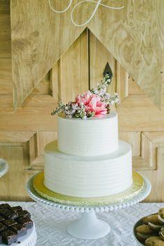 Featured Photographer: Onelove Photography; wedding cake idea