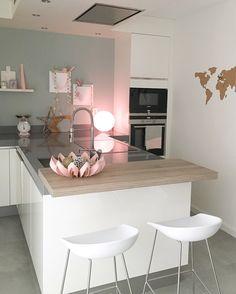 Kitchen with Philips Hue pink verlichting # keuken www.styledbyeve.nl