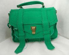 verde bandeira R$297,00 ah, olhem essa cor.preciso dizer algo mais?é carteiro, é verde, é estilosa e é tudo o que tem de