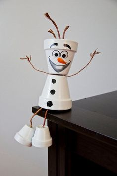 Frozen & # s Olaf flower pot person - Upcycling. - Frozen & # s Olaf flower pot person - Upcycling. Snowman Christmas Decorations, Snowman Crafts, Christmas Projects, Holiday Crafts, Christmas Crafts, Olaf Snowman, Christmas Tree, Fall Projects, Flower Pot Art