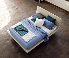 Elegant bed exalted by the refined shape of structure.