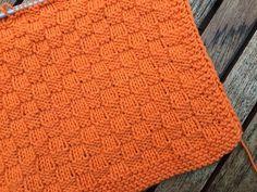 Knitted carpet in the tern Beige Carpet, Diy Carpet, Where To Buy Carpet, Painting Carpet, Knit Dishcloth, Drops Design, Carpet Runner, Washing Clothes, Hand Knitting