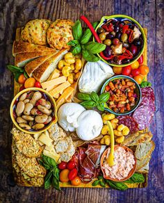This Italian Appetizer Board recipe is featured in the Italian feed along with many more. Salami Recipes, Healthy Recipes, Veg Wraps, Charcuterie And Cheese Board, Cheese Boards, Low Carb Brasil, Healthy Comfort Food, Comfort Foods, Healthy Food