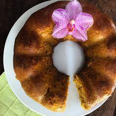 WEBSTA @ lidibarbosa11 - Bom dia! Bolo de cenoura! Simples assim como a vida de e ser! 3 cenouras médias 4 ovos 1 xícara de xilitol 2 xícaras de farinha de amêndoas 1/4 de xícara de farinha de linhaça 1/4 de xícara de óleo de semente de uva (ou óleo de coco ou ghee) 1 pitadinha de canela 1 colher de sopa de fermento em pó caseiro (#receitasdalid) - bata as cenouras e os ovos no liquidificador até ficar homogêneo. Acrescente o xilitol e os demais ingredientes. Continue batendo...