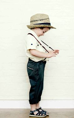 Looking for ways to make your baby boy look like a real fashionista? We bring you a roundup of stylish accessories: sunglasses, fedora hats, ankle boots, leather belts, etc. Little Fashion, Baby Boy Fashion, Fashion Kids, Look Fashion, Fashion Fall, Toddler Boys, Kids Boys, Baby Boys, 2014 Fashion Trends