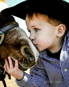 Little cowboy. Reminds me of my son and his pony when he was little. Animals For Kids, Farm Animals, Cute Animals, Country Life, Country Girls, Country Babies, Country Charm, Country Living, Baby Pictures