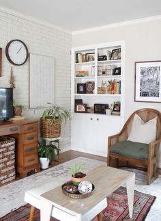 House Homemade: Spring Home Tour Narrow Table, Small Tables, Eclectic Modern, Modern Interiors, Cleaning White Walls, Small Dresser, Second Hand Furniture, White Wall Decor, Chair And A Half