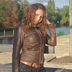 Veste en cuir marron - Marque : Promod - Prix : 23 € - http://www.videlabutic.fr/veste-en-cuir-marron/