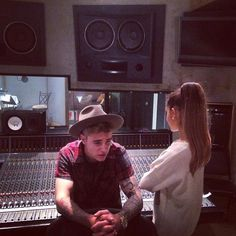 ariana grande justin bieber studio enregistrement duo ensemble scene couple amis amoureux amour beliebers arianators message twitter studio photo preuve 0