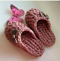 Ideas Crochet Socks Tutorial Crafts For 2019 Diy Crochet Pillow, Crochet Yarn, Knit Shoes, Crochet Shoes, Crochet Symbols, Crochet Patterns, Crochet Socks Tutorial, Crochet Wrist Warmers, Toddler Dress Patterns