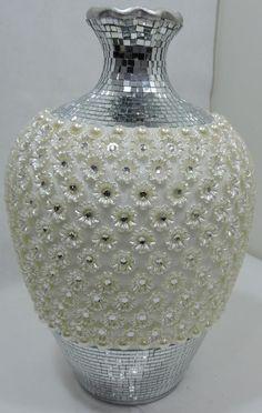 Pearl Crafts, Gem Crafts, Diy And Crafts, Mosaic Vase, Mosaic Diy, Wine Bottle Crafts, Bottle Art, Glass Bottle, Centerpiece Rentals