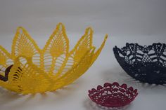 Corbeille jaune en  crochet en forme de fleur
