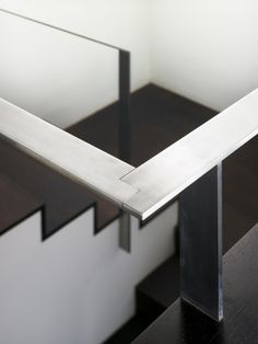 Fantastisches Treppengeländer aus Stahl |  schönes Detail.