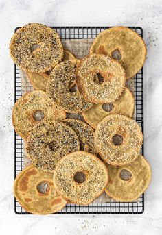 EASY and FAST Quinoa Flatbread Bagels! Soft and chewy or crisp and crunchy, these delicious Quinoa Flatbread Bagels are perfect for breakfast or a yummy snack. Healthy Bread Recipes, Clean Eating Recipes, Whole Food Recipes, Cooking Recipes, Vegan Recipes, Healthy Meals, Muffin Recipes, Healthy Food, Healthy Eating